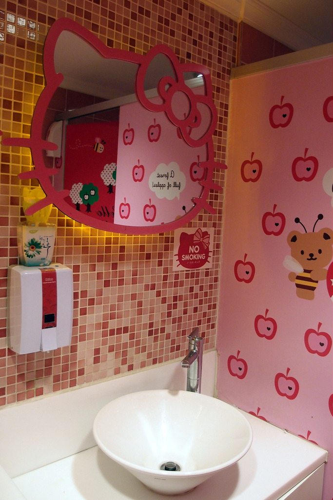 hello kitty cafe (1)