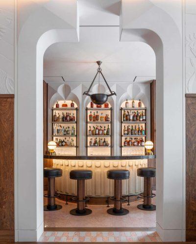 The Berkeley Bar and Terrace mobiliario de hosteleria entrada
