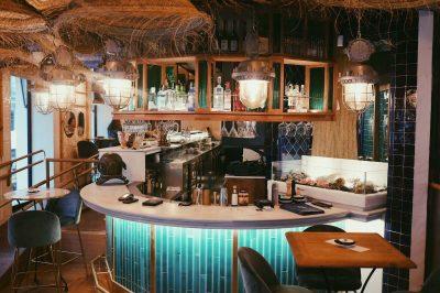 restaurante con diseño inspirado en el Mediterráneo cadaques entrada (1)